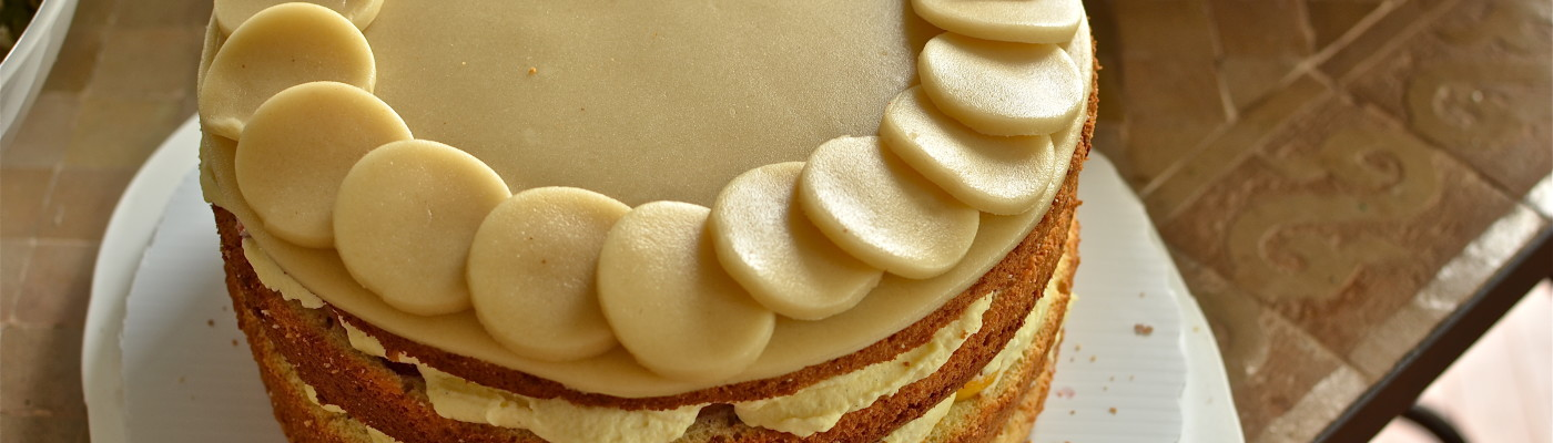 Cake with marzipan, shortcat, pastry cream